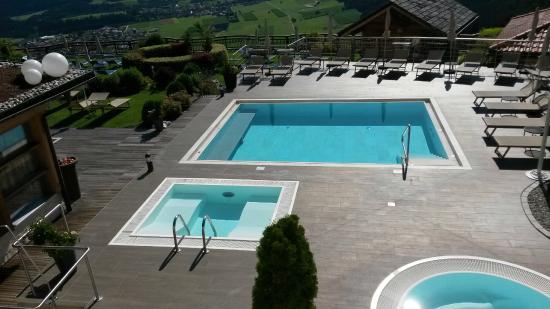 Vista dalla camera bild von alpin panorama hotel hubertus sorafurcia tripadvisor - Piscina hotel hubertus ...