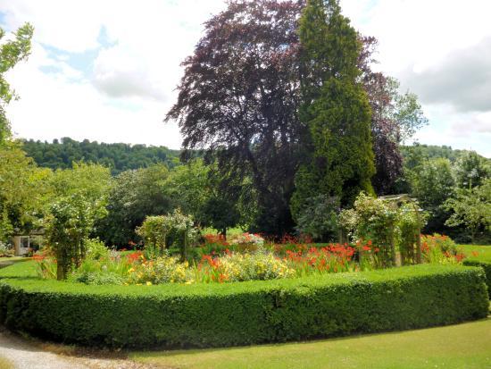 Uley, UK: Garden Area