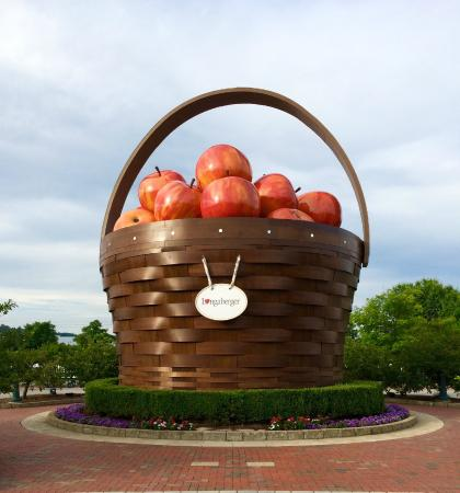 Frazeysburg, OH: World's Largest Apple Basket!