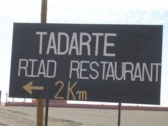 Riad Tadarte Restaurant : direction riad tadarte de route principale