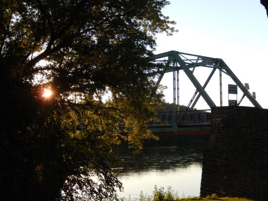 Frenchtown Inn: bridge