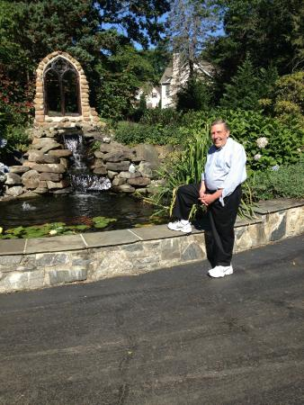 Chester Heights, PA: Owner Glenn Mon by front fountain