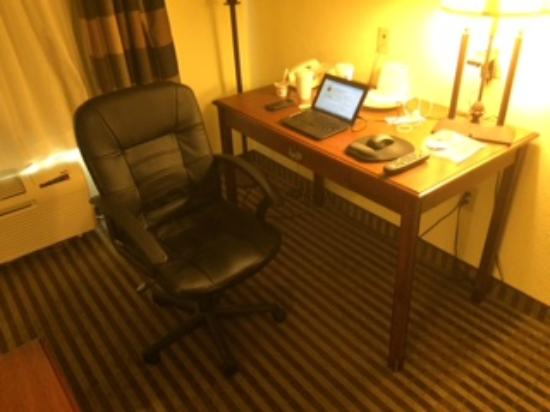 Holiday Inn Express Suites Lake Worth NW Loop 820: Work Desk and Office Chair
