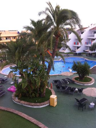 Aparthotel Playas Ca's Saboners: View from balcony. Magalluf slingshot in the distance and Pool view