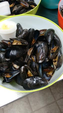 Brothers 2 Restaurant: PEI Blue Mussels
