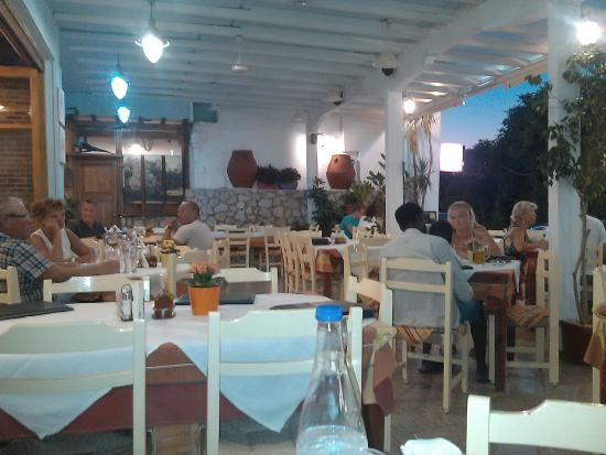 West Crete Restaurant: Внешний зал (терраса)