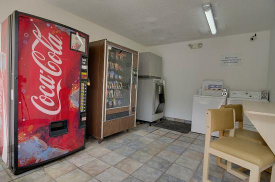 Motel 6 Dalton: Vending