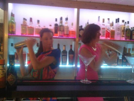 Jaipur Cafe: Cours sur la préparation de cocktails.