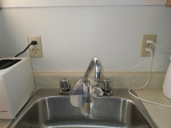Bottom Brook Cottages: Kitchen sink hazard