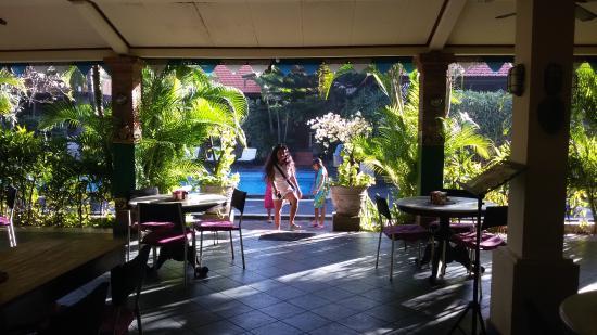 Kedin's II: На пути завтракать - вход со стороны басейна