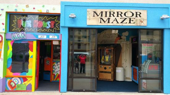 ‪The Mirror Maze & 3D Fun House‬