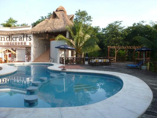 Hotel Real Mayab: Piscina y lobby
