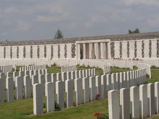 Gasthof 't Zweerd: Tyne Cot First World War Commonwealth Cemetery.