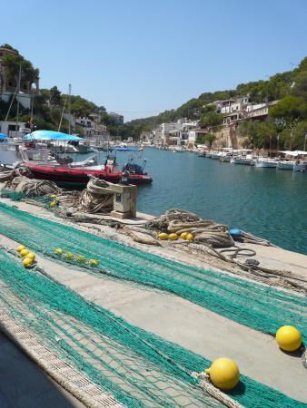 Hotel Rocamar: Mending the nets