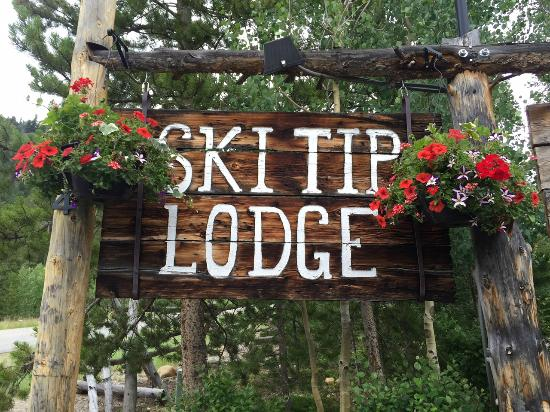 Ski Tip Lodge: Sign by Montezuma road