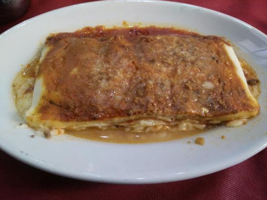 Pizzeria Luna Caprese Sas Di Luna Michelina : Una lasagna de ragú muy bien parida. Bravo!
