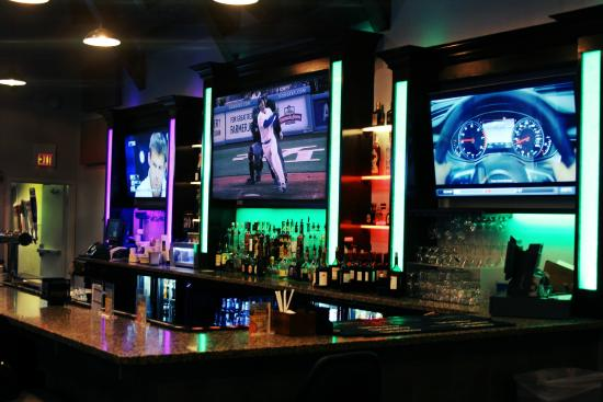 Gardena, CA: Full bar with Dodgers games