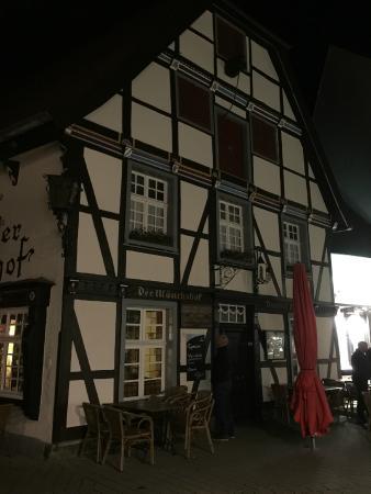 Der Moenchshof: Period, popular & delicious food.