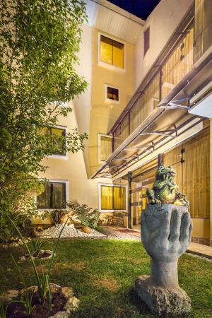 Hotel Torre Dorada: Courtyard