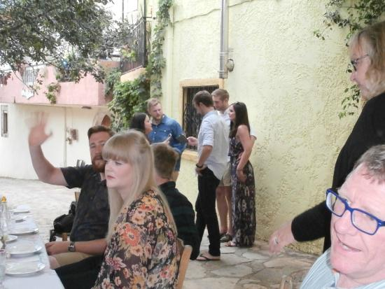 Sarakas Tavern: Street dining