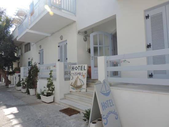 Hotel Sanoudos : l'extérieur