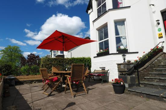Bryn Bella Guest House: Relax on uour sunterrace and enjoy the views
