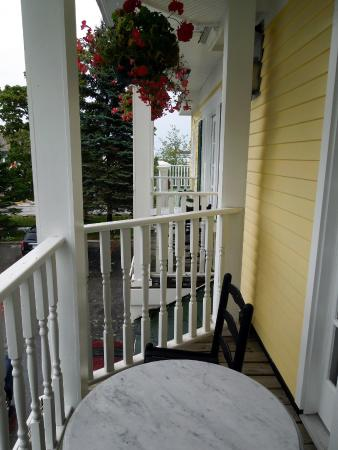 Brigadoon Bed and Breakfast: Room 202 balcony