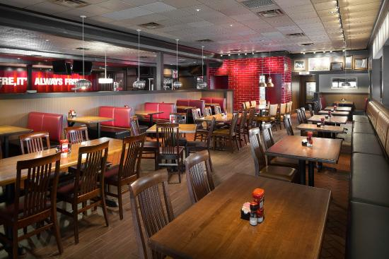 Courtyard Chicago Midway Airport: TGI Friday's