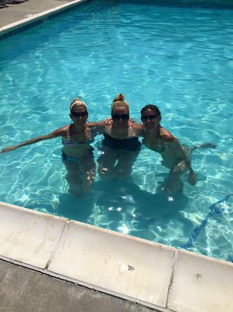 Marina Grand Resort: Taking a dip in the pool at Marina Grand