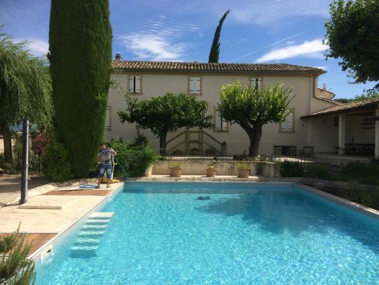Le Mas des Sorcieres : la piscine