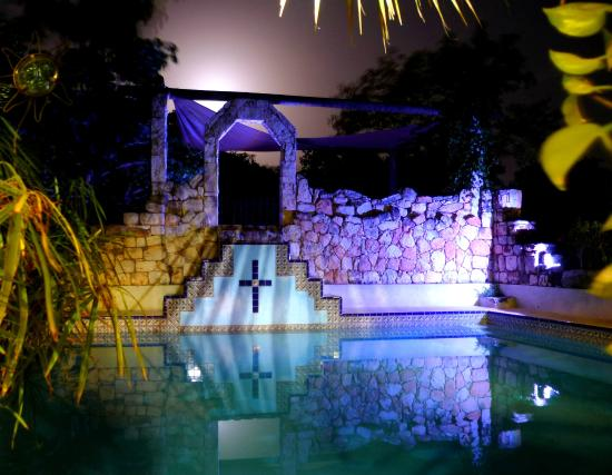 Hacienda Hotel Santo Domingo: mayan pool at full moon