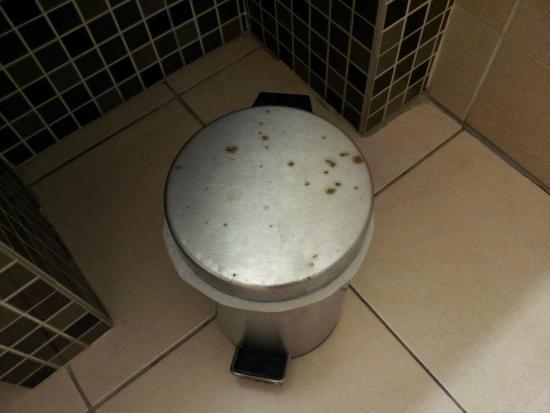 Fa ence de la salle de bain picture of hotel alize - Vieux carrelage salle de bain ...