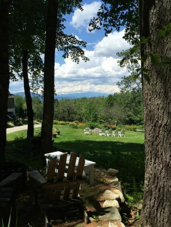 Eaton, NH: Snowvillage Inn grounds