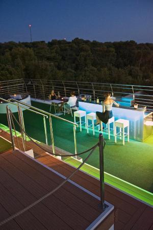 Villa Oasiss: bar on roof