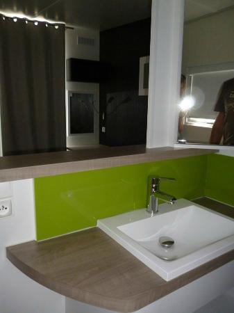 Domaine Des Chenes : salle de bain chambre parentale