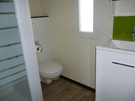 Domaine Des Chenes : salle de bain chambre enfant