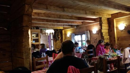 La Montagnette: La salle