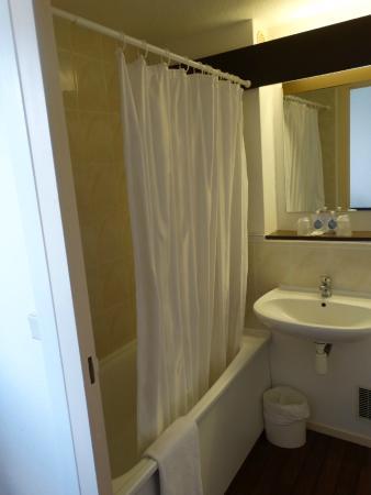 Kyriad Epernay: Banheiro.