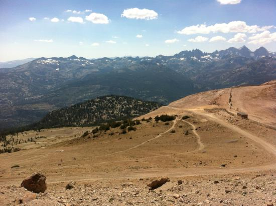 Mammoth Mountain Bike Park: Off The Top to Beach Cruiser Trail (top of gondola)