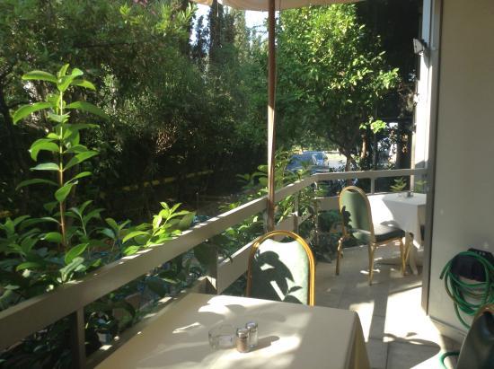 Emmantina Hotel: outdoor area