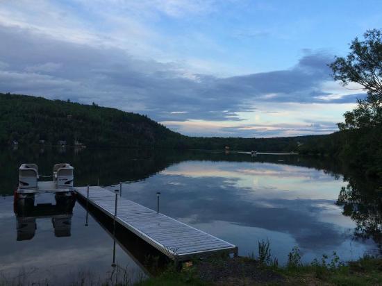 Gite au Fil du Temps: Vue sur le lac à partir du coin feu