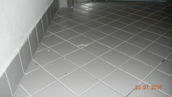 Badezimmer Bodenplatten Verschmutzt Nicht Geputzt Picture Of