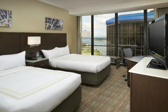 Detroit Marriott at the Renaissance Center: Double/Double Guest Room with a View