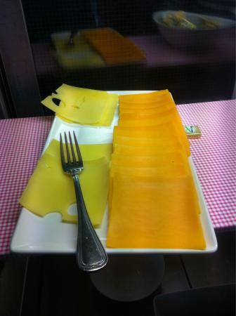 Shearwater Hotel: De kaas bij het ontbijtbuffet was kei hard dat moet er al dagen hebben gelegen.