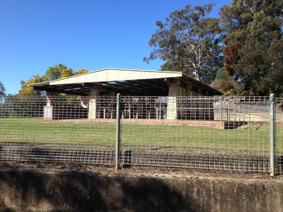 Woronora, Australia: Picnic shelters with bbq