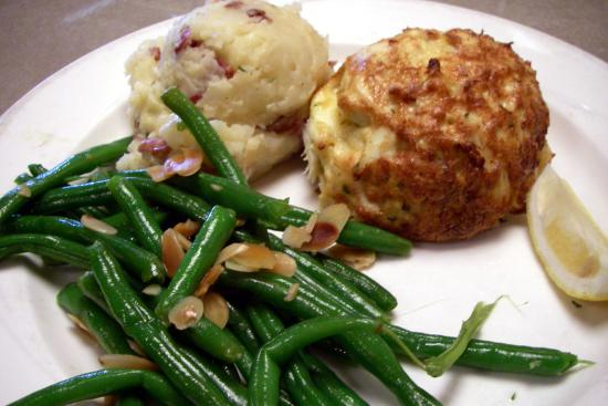 Pappas Restaurant and Sports Bar : crab cake