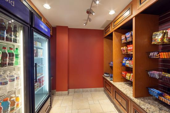Hilton Garden Inn Chicago Midway Airport: 24-Hour Pantry