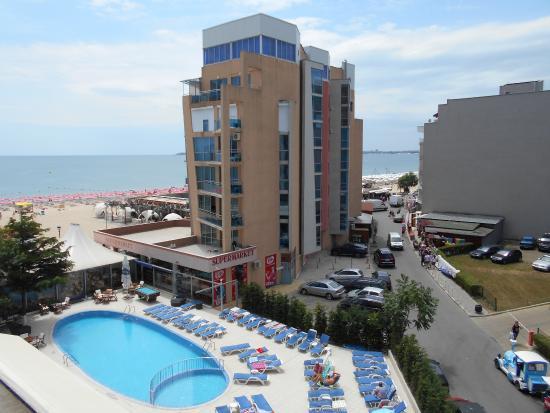 Palace Hotel: Widok z pokoju na basen i z bocznym widokiem na morze