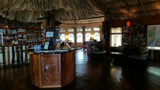 Thatch Caye, a Muy'Ono Resort: Main palapa/Bar/Breakfast area
