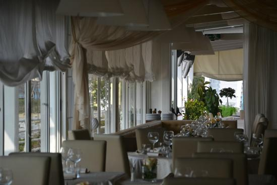 Ristorante Byblos: Sala interna vista veranda